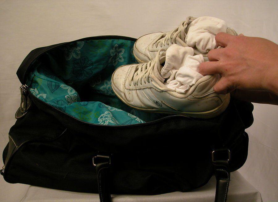 c9796a1c98a7 Обувь нужно распаровать и разложить по углам дорожной сумки; не стоит  непременно стремиться разложить ее попарно.
